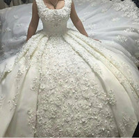 2017 Luxury Ball Gown Wedding Dresses with Scoop Neckline Lace Long Train Handmade Flowers Pearls Appliques Sexy Bridal Gowns