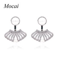 Luxo Hollow Sector Double Sided Simulated Pearl Earrings Design de marca Cubic Zirconia Shell Shape Party Jóias Mulheres ZK20