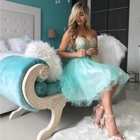 Mint Green Knee Length Homecoming Robes Lace Up Tulle avec charmantes appliques en dentelle en or Puffy Homecoming Party Gowns Robe de danse