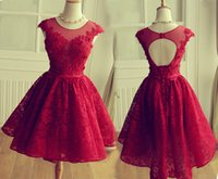 короткое платье из красного тюля оптовых-Красное платье выпускного вечера 2017 Cap Sleeve Short Appliqued Tulle Lace Party Dress на заказ A-Line Вечернее платье vestidos de gala