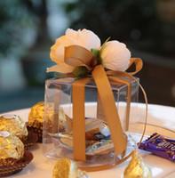 ingrosso scatole di pvc chiare per caramelle-Scatole di favore in PVC trasparente Festa di compleanno di nozze Candy Macaron Cake Engage Flower Ribbon Square Candy Box Regalo di Natale Confezioni regalo