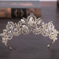 gelin saç aksesuarları tiaras toptan satış-Yeni Moda Barok Lüks Kristal AB Gelin Taç Tiaras Kadınlar için Işık Altın Diadem Tiaras Gelin Düğün Saç Aksesuarları