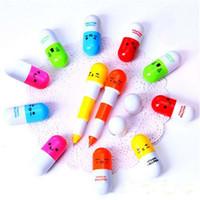 bolígrafos al por mayor-La más nueva moda píldora linda forma retráctil bolígrafo bolígrafos papelería niños mejor amor regalos píldora pluma envío gratis (DY)