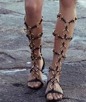 Venda quente de Verão Brand New Gold Metal Ring Chains Women Knee High Boots Flat Sandals Rome Style Gladiator Sandal Shoes