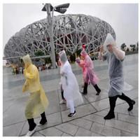 regenmantel tuch großhandel-Einmal Regenmäntel PE Material Regenbekleidung Erwachsene Regenfest Männer Frauen Poncho Tuch Einweg Leichter Regen Cape Rafting Notwendig 0 32dg R