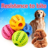 nip clip großhandel-New Pet Dogs Nip Food Ball Naturkautschuk Bälle Bouncy Resistance To Bite Spielen Chew Pets Interactive Hundebedarf Clip Food Melon Ball IC53