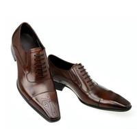 venda de sapatos masculinos de couro venda por atacado-Moda Italiano 2017 Homens Sapatos de Couro Genuíno Dos Homens Sapatos de Vestido de Vendas Esculpida Designer de Casamento Masculino Sapatos Oxford Flats Homens