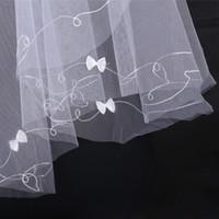 véus bordados marfim do casamento venda por atacado-Barato Branco ou Marfim Um Véu Do Casamento Camada Com Arco Cerca de 1.5 Metros Bordados Véus De Noiva De Tule Para Vestidos De Noiva