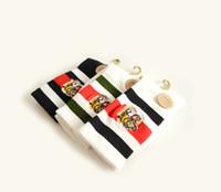 ремешок носки оптовых-Вышивка Тигр Носки Черный Белый Цвет Хлопок Спорт Повседневные Носки Зеленый Красный Белый Черный Ремень Носки