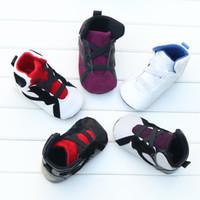 zapatos antideslizantes infantiles al por mayor-2019 nuevos zapatos antideslizantes de fondo suave para bebés Carta para niños bebés Primeros caminantes Zapatos de invierno cálidos para niños pequeños 7 colores C1554