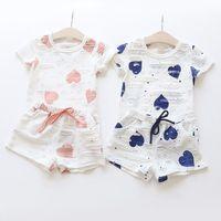 ingrosso set lotto-Set di vestiti per ragazza T Shirt stampata a cuore estate + Pantaloni corti Abbigliamento per bambini per bambini 1 lotto = 1 set = 2 pezzi Cotone