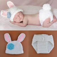 белая вязаная шапочка оптовых-Вязаный детский костюм крючком Baby Cap новорожденный белый кролик фотографии реквизит дизайн Hat новорожденных фото реквизит BP087