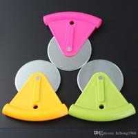 kunststoff-schutzhülsen großhandel-Mode-Rundmesser Edelstahl-Blatt-Pizza-Rad-Cutter Kunststoff Arc Handgriff-Entwurf Gebäck Messer mit Schutzhülse 3 8kn R