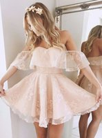vestidos de vestidos curtos de pérola rosa venda por atacado-A linha Off-a-ombro curto pérola rosa Lace Homecoming vestidos Low Back Mini vestido de Cocktail Vestidos de festa de formatura barato