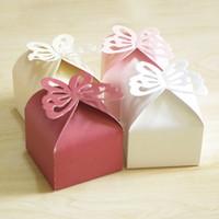 hochzeitsfeier geschenkbox schmetterling großhandel-Neueste Schmetterlings-Hochzeits-Süßigkeits-Kasten-quadratische PapierPartei-Geschenkboxen, die Bevorzugungs-Kästen purpurrotes rosa weißes gelbes rotes sahniges Wedding sind