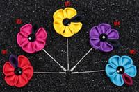 ayçiçeği korsajları toptan satış-Ayçiçeği çiçekler broşlar iğneler kumaş çiçek corsages buket düğün doğum günü hediyeleri için birçok renkler seçebilirsiniz