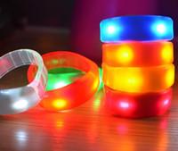 sesli uyarı aydınlatma toptan satış-Yanıp sönen LED Işık Up Bilezik Ses Ses aktif Parlayan Flaş Bileklik Kulübü KTV Dans Parti Konseri Grand Olay Glow malzemeleri