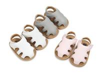 baby-gummisohlen großhandel-Baby-Schnalle-Sandelholze Gummisohle Einfach, Säuglingssommerschuhe anzuziehen Kleinkind-weiche Sohle Gutes Design