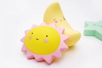 ingrosso luci fiabesche-LED luce del sole di notte luminosa fiaba giocattolo camera da letto letto illuminano abbigliamento per bambini cartone animato stile carino