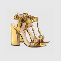 siyah altın ayakkabı bayanlar toptan satış-Altın Siyah Inciler GG Sandalet Feminino Tıknaz topuklar Hakiki deri Peep Toe Bayanlar Gladyatörler T Gösterisi Parti Yaz Ayakkabı Pompaları