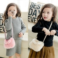 New Girls Princess Bags Coreano Bow Pompon Fleece Kids Messenger Bag Sweet Fashion Crianças Mini Bags Girl Handbags C2514