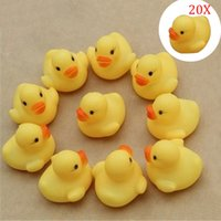 Vente en gros-20Pcs / set Duck Child Bath Toys Squeaky Ducky Baby Toys Cute caoutchouc Ducks Enfants Enfants Water Playing Toy M09