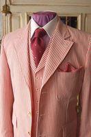 rote tuxedos für prom großhandel-Red Stripes Seersucker Smoking Designs Herren Prom Anzüge Dünne Männer Anzug Jacke Hochzeit Anzüge Für Männer Nach Maß Männer Blazer (Jacke + hose + Weste)