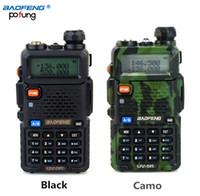 walkie uv5r al por mayor-Al por mayor-BAOFENG UV-5R Walkie Talkie Radio de doble banda 136-174Mhz 400-520MHz de mano de dos vías de radio UV5R (Negro / camuflaje)