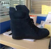 aumentar la altura del precio de los zapatos al por mayor-Calidad superior Imagen Real Precio de Fábrica de Cordones de Gamuza Aumento de la Altura Cuña Invierno Nieve Mujeres Botines Zapatos de tacón alto Dama