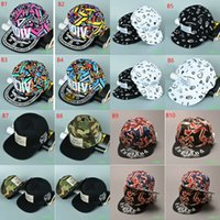 Wholesale Popular Fashion graffiti Letter hip hop cap man woman casual baseball cap outdoor sunhat dome hat youth student sports ball cap