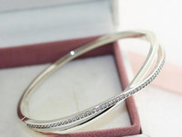 Bracciale 925 di alta qualità Bangle Sterling Silver intrecciate con Clear CZ Barrel Chiusura per charms e perline europei