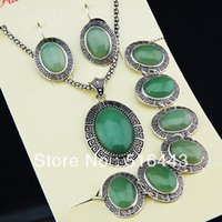 Nuevo 3 unids Vintage Antique Silver Plated Oval Natural Light Green Jade Stone Earrings Pulsera Collar Mujeres Joyería Set A-792