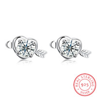 New Prong Setting Shiny Zircon Crystal Heart avec Arrow Stud Poids léger Silver Earring For Girlfriend Livraison gratuite