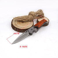 Small New AK47 Folding Gun Knife Survival Knives 440 Lâmina de aço Wood Handle Pocket Tactical Camping Outdoors Facas EDC com luz LED