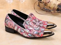 2017 Fleurs Pattern Iron Head Chaussures en cuir peu profond Luxe Design Slip On Hommes Mode Pointed Toe Dress Flats Cow Leather Shoes