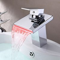 Lavandino per lavabo LED Light New Chrome Ottone Rubinetto per vasca da bagno Deck Mount 8001 Miscelatore rubinetterie Torneira Waterfall Mixer Tub Faucet Tap