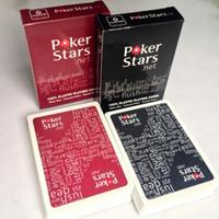 ingrosso carte da gioco nere-La carta da gioco di plastica del gioco della carta da gioco del Texas Holdem rosso / nero impermeabilizza ed ha smussato i giochi da tavolo polacchi della stella della mazza
