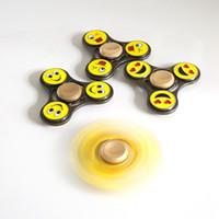 sourire alliages métalliques achat en gros de-Alliage Fidget Spinner Sourire Visage Main Spinners Emoji EDC Spirale Triangle Doigts Gyro Soulagement Du Stress Handspinners Métal Jouets De Décompression