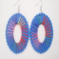 Las mujeres encantadoras Fresh Blue Wood Hollow Big Oval Drop Cuelgan Pendientes Multi Colored Threads Chandelier Earrings