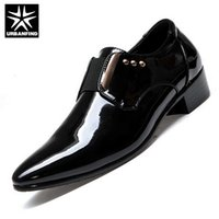 Atacado- URBANFIND Homens Sapatos de casamento PU Leather Man Black Oxfords EU 38-43 Pointed Toe Masculino Smooth Face Flats Business Men Sapatos de vestido