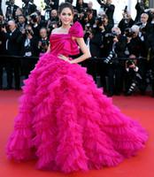 ünlü prenses elbisesi toptan satış-Özel Yapılmış Araya Hargate Fuşya Tek omuz Backless Prenses Balo Balo Elbise 2017 Cannes Film Festivali Ünlü Elbiseleri