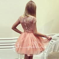 vestidos longos de homecoming venda por atacado-Coral rosa vestido de baile vestidos Homecoming Bateau pescoço mangas compridas apliques Lace Chiffon Puffy curto Homecoming vestidos Blush rosa Prom Dress