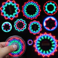 toca luzes venda por atacado-Bandeira americana LED Fidget Spinner Spinner Luz Mão Triângulo Dedo Spinning Top Colorido Decompression Dedos Dica Tops Brinquedos