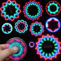 juguete superior iluminado al por mayor-Bandera americana LED Fidget Spinner Light Hand Spinner Triángulo Dedo Spinning Top Colorido Descompresión Dedos Punta Tops Juguetes