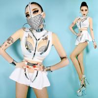 weibliche maskierungsanzüge großhandel-Weiße Zukunft weibliche Space Warrior Split Suits Tops + Shorts + Saum mit Niet Masken Party Tänzer DS Costome Nachtclub Bühnenabnutzung # 8397