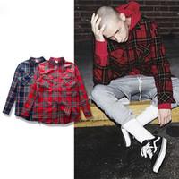 ingrosso modello coreano abiti-Man i Tun 2017 Punk Tartan Marchio Abbigliamento Uomo Abbigliamento Coreano Esteso Grigio / rosso Camicia scozzese a quadri Camicia New Model