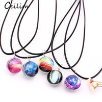 doppelseitige anhänger großhandel-Mode Dreamy Sternennebelfleck-Raum-Galaxie-Universum Halskette Doppelseitige Glaskugel-Anhänger schwarz Buchstabenkettenhalsketten-Frauen-Mädchen-Geschenk