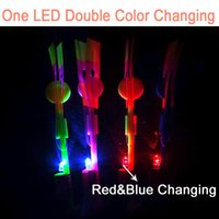 (20 pièces / lot) Sling Shot Led Amazing Arrow Hélicoptère Copter Flying Light Up Fête Flare Glow Arrow Shot Copter