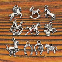 Vente en gros 10pcs Mixed Tibetan Silver Plated Animaux Cheval Deer Dog Charms Pendentifs Bijoux Fabrication Artisanat Bricolage Artisanat Handmade m026