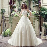 beyaz şampanya elbisesi toptan satış-El Yapımı Bow Gelinlik vestido de Noiva ile Stok Straplez Champagne / Beyaz Abiye Aplike Dantel Gelin Elbise yılında